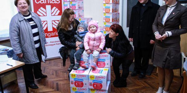 Együtt a babákért - pelenka átadó